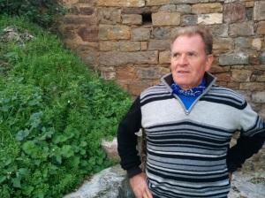 Juan Ramón Arruiz no duda en trabajar e incluso poner dinero para conservar el patrimonio. RONCESVALLES LABIANO
