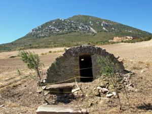 El depósito viejo de Ilarkoa recoge las aguas que descienden de la Higa de Monreal. SIMEÓN HIDALGO