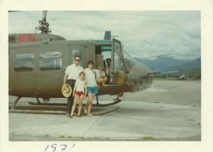 El navarro natural de Corella, posa antes de subirse por primera vez en helicóptero en el año 1971. CEDIDA