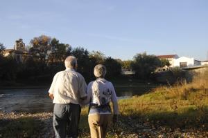 Para Toño y Nunci la corriente del Arga está cargada de recuerdos.