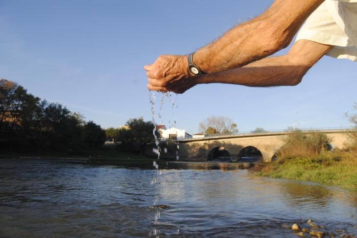 Toño daría la vida por el Arga antes de que él se secase. Gracias al río su familia ha podido comer durante décadas.