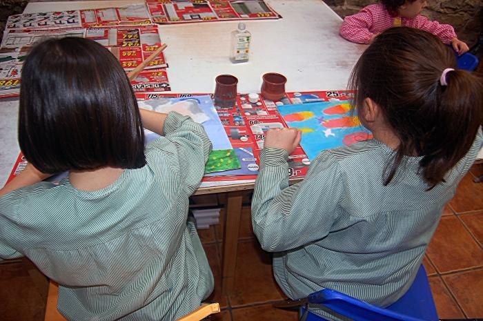 """En Bidari ayudan a los """"alumnos"""" a descubrir la creatividad desde pequeños. BRAIS CEDEIRA"""