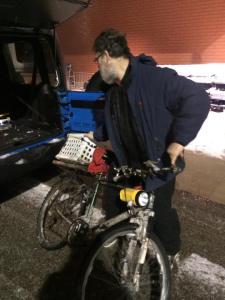 Jason Kapoor le propuso a Tony Berard llevarle en coche en esa noche tan fría. JASON KAPOOR